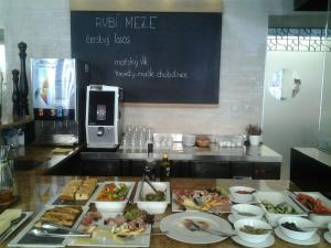 meze brunch 25.6